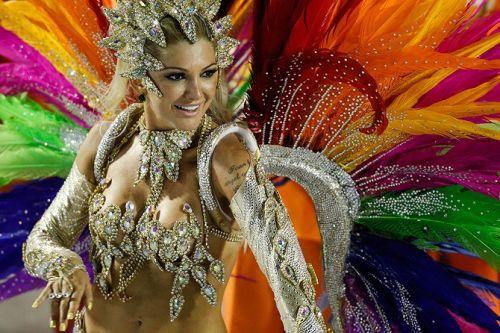 【画像】外国人サンバダンサーの豊満な肉体と衣装がエロ過ぎるwww 35枚 No.6