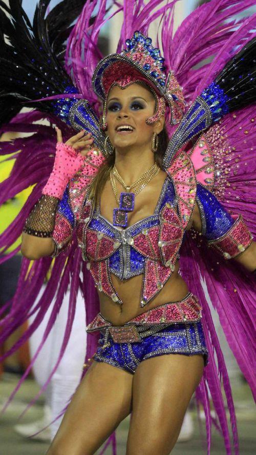 【画像】外国人サンバダンサーの豊満な肉体と衣装がエロ過ぎるwww 35枚 No.8