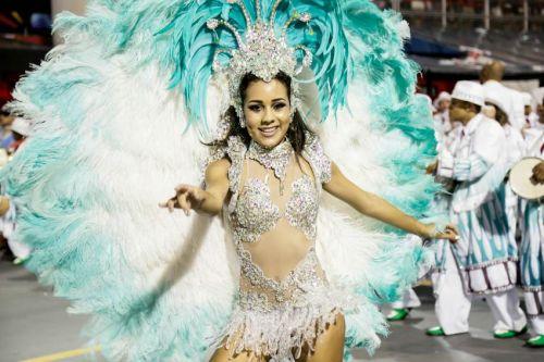 【画像】外国人サンバダンサーの豊満な肉体と衣装がエロ過ぎるwww 35枚 No.9