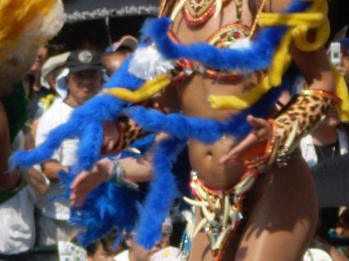 【画像】外国人サンバダンサーの豊満な肉体と衣装がエロ過ぎるwww 35枚 No.14