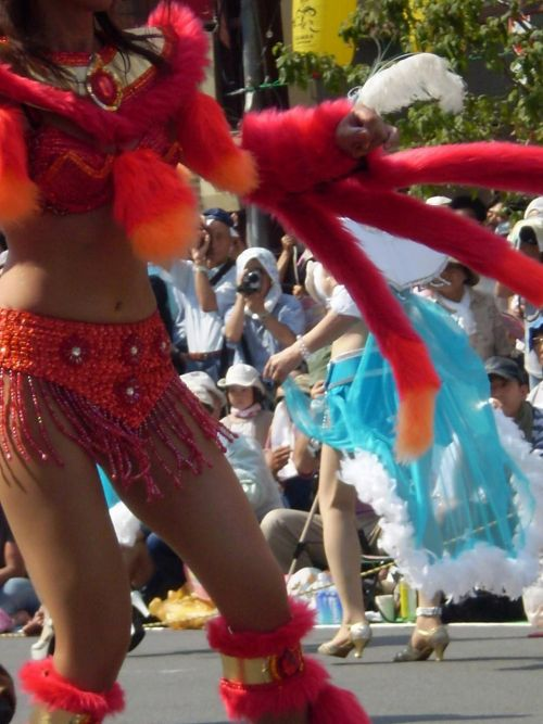 【画像】外国人サンバダンサーの豊満な肉体と衣装がエロ過ぎるwww 35枚 No.18