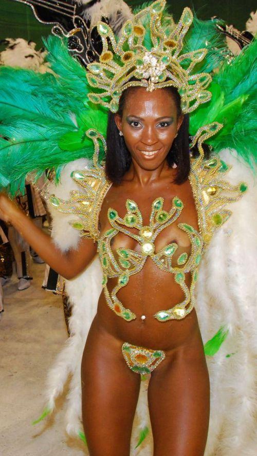 【画像】外国人サンバダンサーの豊満な肉体と衣装がエロ過ぎるwww 35枚 No.19