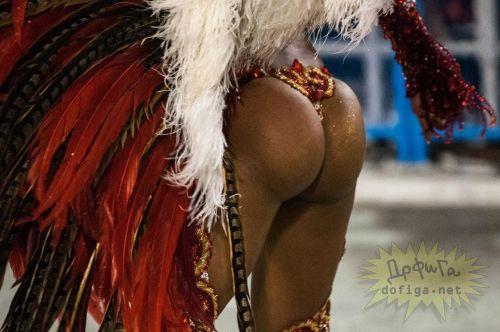 【画像】外国人サンバダンサーの豊満な肉体と衣装がエロ過ぎるwww 35枚 No.20