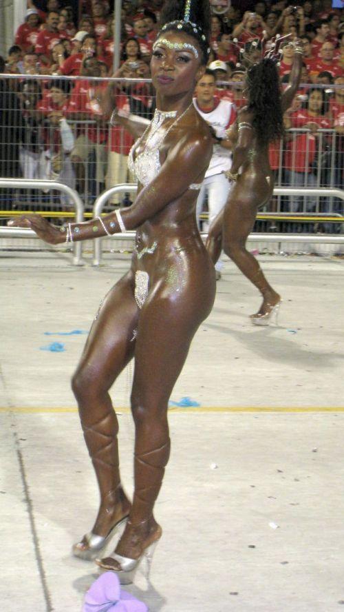 【画像】外国人サンバダンサーの豊満な肉体と衣装がエロ過ぎるwww 35枚 No.22