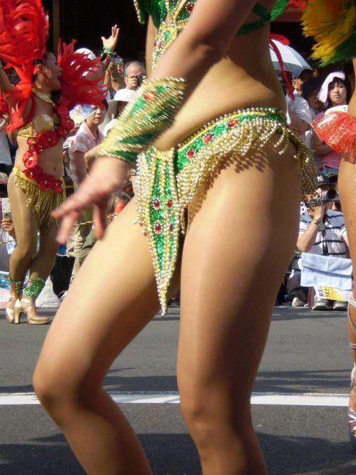 【画像】外国人サンバダンサーの豊満な肉体と衣装がエロ過ぎるwww 35枚 No.25