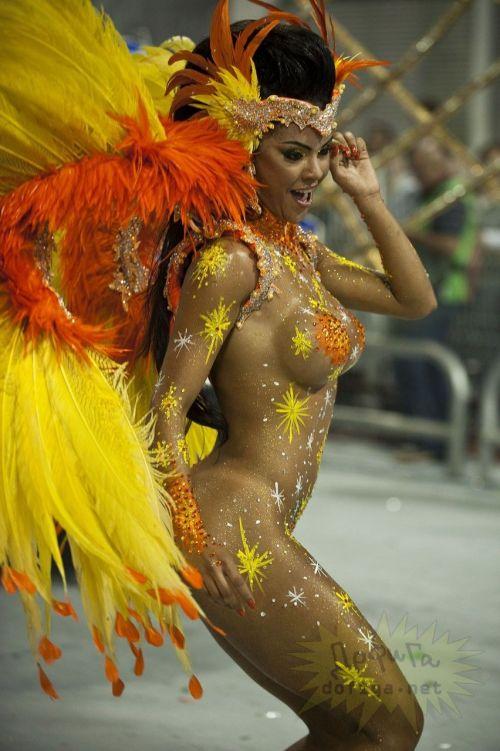 【画像】外国人サンバダンサーの豊満な肉体と衣装がエロ過ぎるwww 35枚 No.28