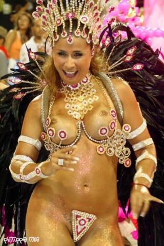 【画像】外国人サンバダンサーの豊満な肉体と衣装がエロ過ぎるwww 35枚 No.29