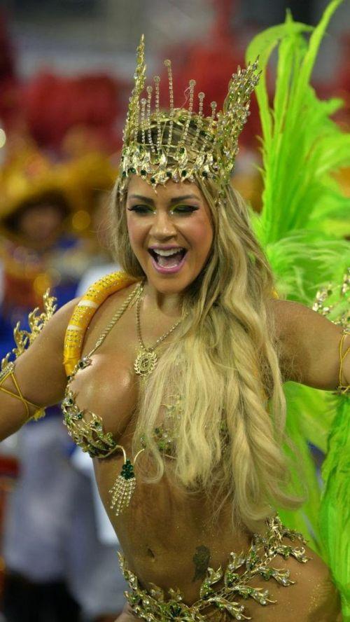 【画像】外国人サンバダンサーの豊満な肉体と衣装がエロ過ぎるwww 35枚 No.31