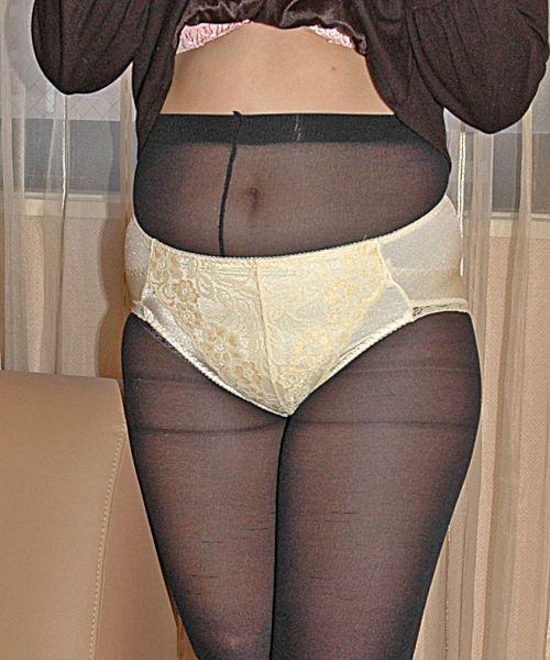 熟女・人妻がストロングスタイルなフルバックパンティを履いているエロ画像 35枚 No.16