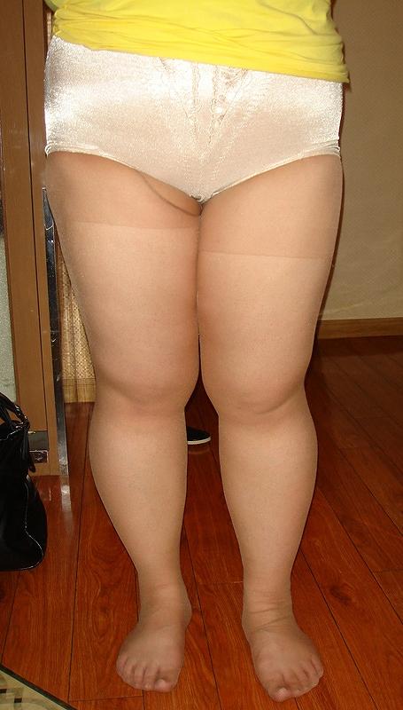 熟女・人妻がストロングスタイルなフルバックパンティを履いているエロ画像 35枚 No.21