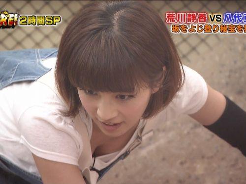 【TVキャプチャ】芸能人が胸の谷間をチラリした瞬間のお宝エロ画像 37枚 No.1