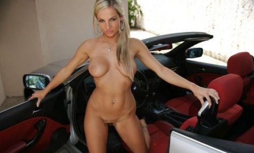 全裸外国人が車と共にセクシーなポージングをしちゃうエロ画像 34枚 No.10