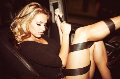 全裸外国人が車と共にセクシーなポージングをしちゃうエロ画像 34枚 No.18