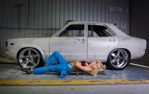 全裸外国人が車と共にセクシーなポージングをしちゃうエロ画像 34枚 No.19