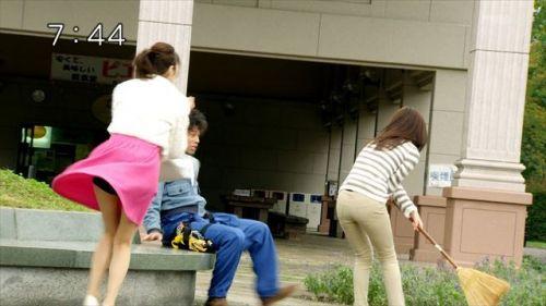 芸能人やアイドルがパンチラしているハプニング系お宝エロ画像 36枚 No.33