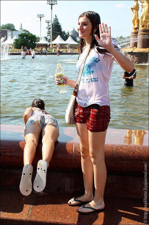 外国人が水掛け祭りでおっぱいが透けちゃってるエロ画像 34枚 No.7