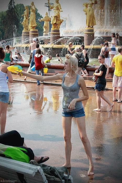 外国人が水掛け祭りでおっぱいが透けちゃってるエロ画像 34枚 No.12