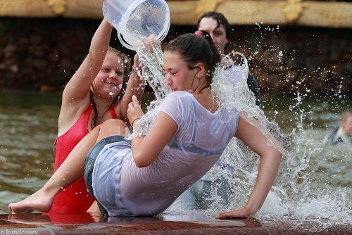 外国人が水掛け祭りでおっぱいが透けちゃってるエロ画像 34枚 No.15