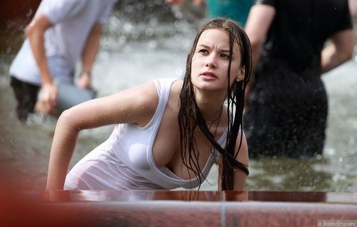 外国人が水掛け祭りでおっぱいが透けちゃってるエロ画像 34枚 No.17