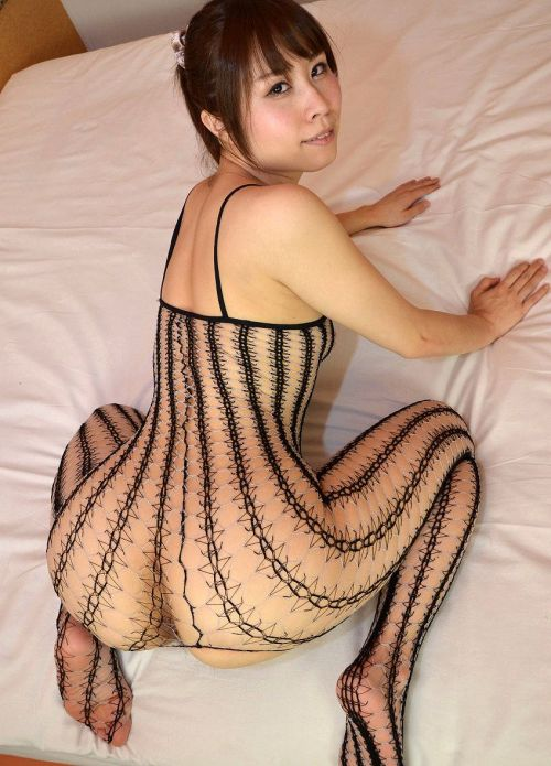 【画像】刺繍入りの高級ボディストッキングのお姉さんがヤバエロいwww 35枚 No.32