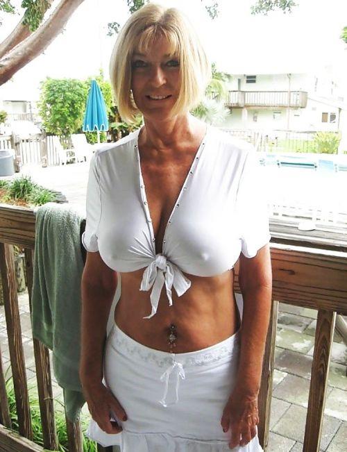 爆乳外国人がノーブラ薄着で乳首が透けて胸ポチなエロ画像 32枚 No.8