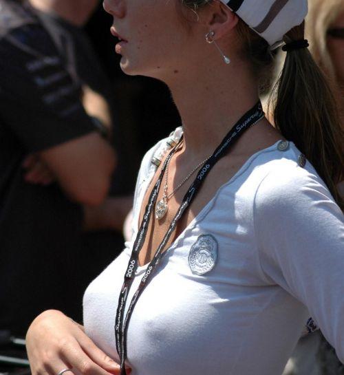 爆乳外国人がノーブラ薄着で乳首が透けて胸ポチなエロ画像 32枚 No.21