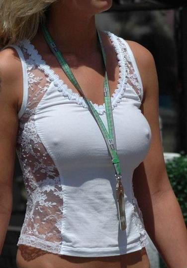 爆乳外国人がノーブラ薄着で乳首が透けて胸ポチなエロ画像 32枚 No.30