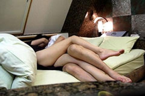 【盗撮画像】ラブホテルで他のカップルのセックスの方法って気になるよね! 34枚 No.33