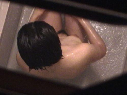 入浴中の素人の体を洗っている素人女性を盗撮したエロ画像 40枚 No.2