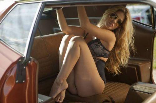 自動車内で外国人が巨乳を丸出しにしちゃってるエロ画像 31枚 No.13