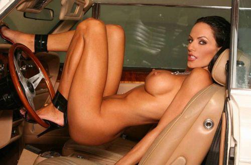 自動車内で外国人が巨乳を丸出しにしちゃってるエロ画像 31枚 No.26
