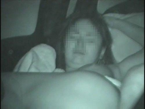 赤外線カメラで揺れる車内を盗撮したカーセックスのエロ画像 35枚 No.25