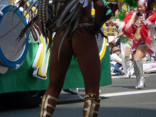 リオのカーニバルで有名なサンバ衣装を着たお姉さんのお尻エロ画像 37枚 No.6