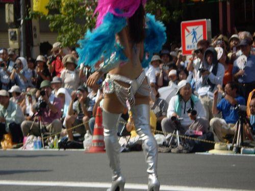 リオのカーニバルで有名なサンバ衣装を着たお姉さんのお尻エロ画像 37枚 No.17