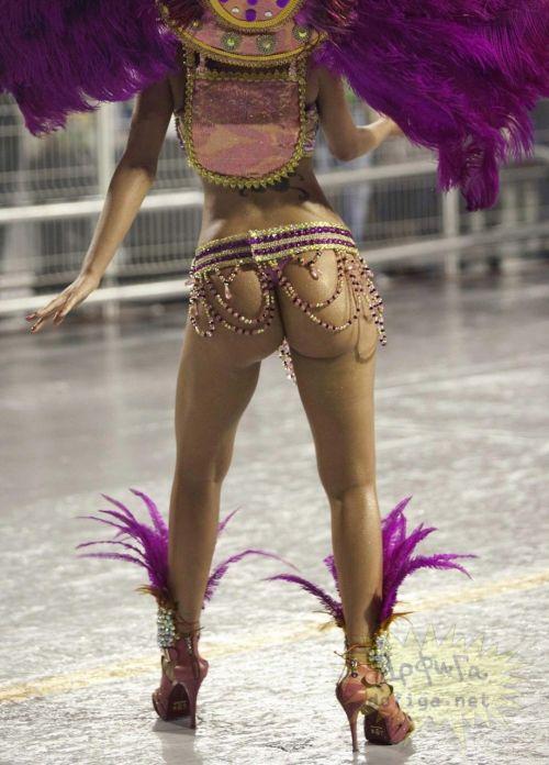 リオのカーニバルで有名なサンバ衣装を着たお姉さんのお尻エロ画像 37枚 No.35