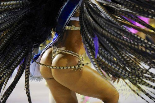 リオのカーニバルで有名なサンバ衣装を着たお姉さんのお尻エロ画像 37枚 No.37