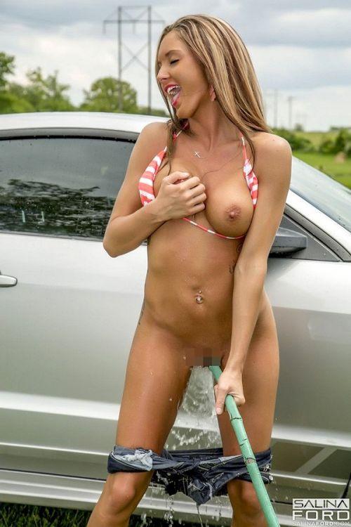 全裸美女外国人が自動車を洗車サービスしてる画像はこちらですwww 31枚 No.21