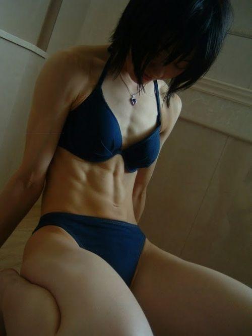 ムキムキの筋肉で腹筋もガッツリ割れてる肉食系女子のエロ画像! 37枚 No.2