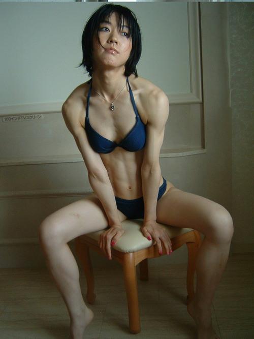 ムキムキの筋肉で腹筋もガッツリ割れてる肉食系女子のエロ画像! 37枚 No.10