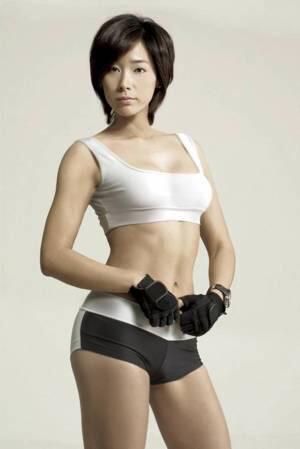 ムキムキの筋肉で腹筋もガッツリ割れてる肉食系女子のエロ画像! 37枚 No.36