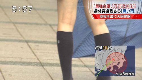 【画像】TVの台風速報でJK達のパンチラが見えちゃってる件www 32枚 No.7