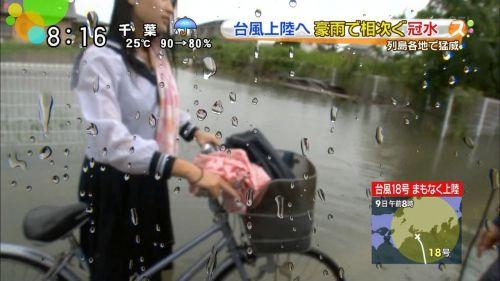 【画像】TVの台風速報でJK達のパンチラが見えちゃってる件www 32枚 No.13