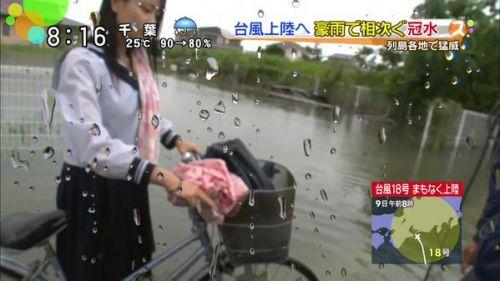 【画像】TVの台風速報でJK達のパンチラが見えちゃってる件www 32枚 No.14