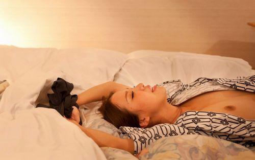 【エロ画像】温泉旅館で浴衣に着替えて食後にやるセックス気持ち良すぎwww 37枚 No.6