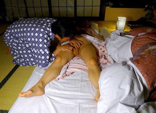 【エロ画像】温泉旅館で浴衣に着替えて食後にやるセックス気持ち良すぎwww 37枚 No.16
