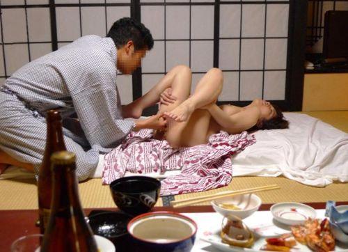 【エロ画像】温泉旅館で浴衣に着替えて食後にやるセックス気持ち良すぎwww 37枚 No.27
