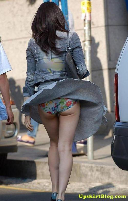 【画像】風で豪快に見えちゃう外国人のパンチラとデカ尻がエロ過ぎwww 42枚 No.10