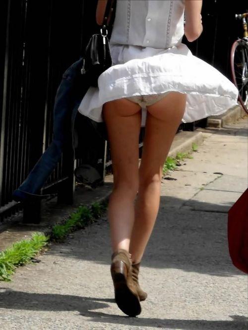 【画像】風で豪快に見えちゃう外国人のパンチラとデカ尻がエロ過ぎwww 42枚 No.14