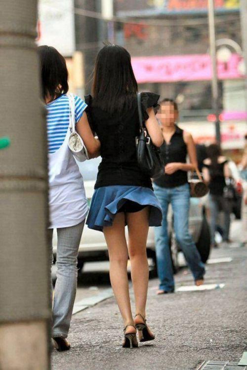 【画像】風で豪快に見えちゃう外国人のパンチラとデカ尻がエロ過ぎwww 42枚 No.15
