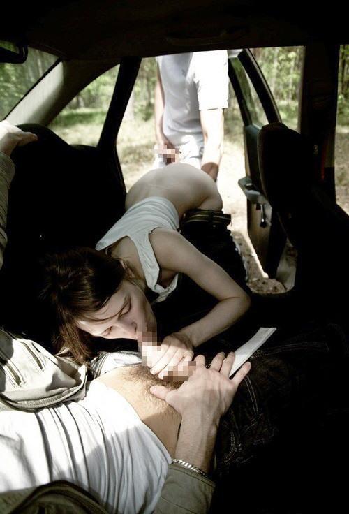 外国人が大きな外車でワイルドにカーセックスしちゃうエロ画像 35枚 No.24